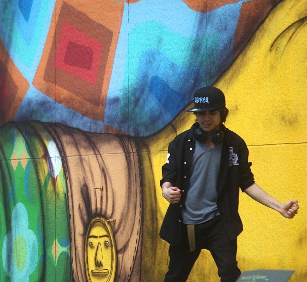 boston greenway os gemeos mural man performing 6