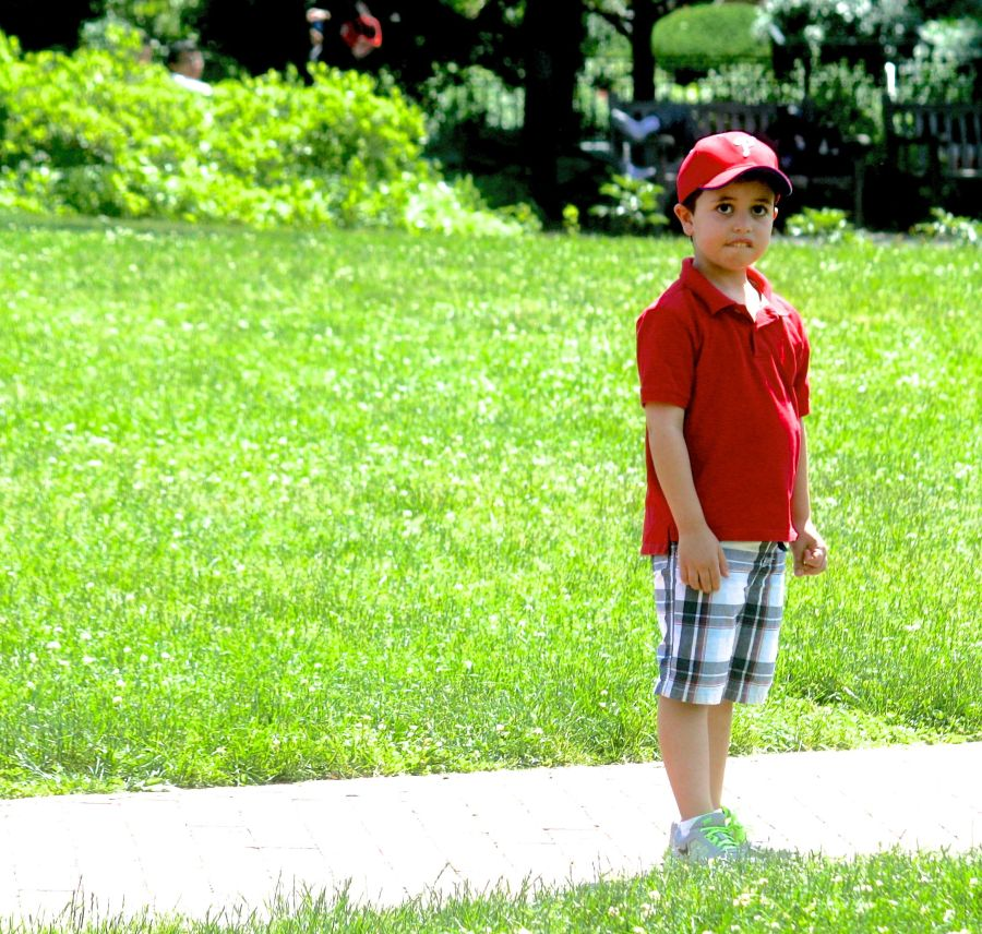 philadelphia independence hall boy in baseball cap