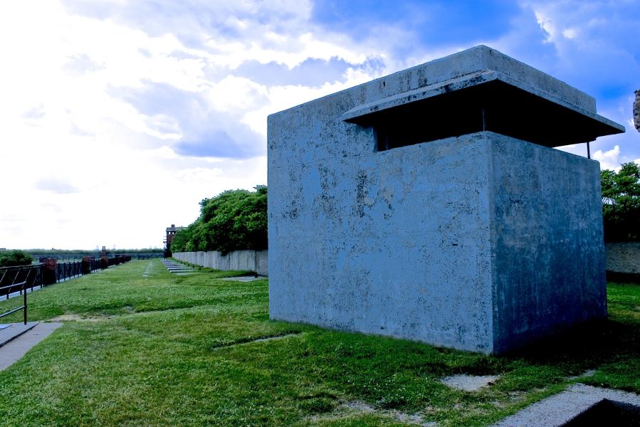 bosto georges island fort warren blue house 2
