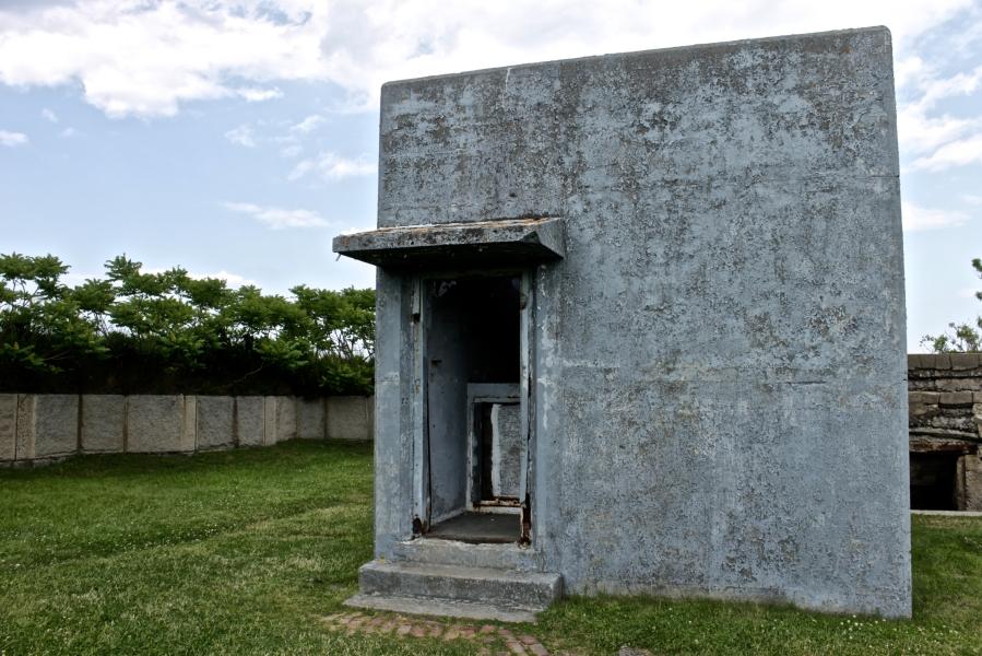 bosto georges island fort warren blue house