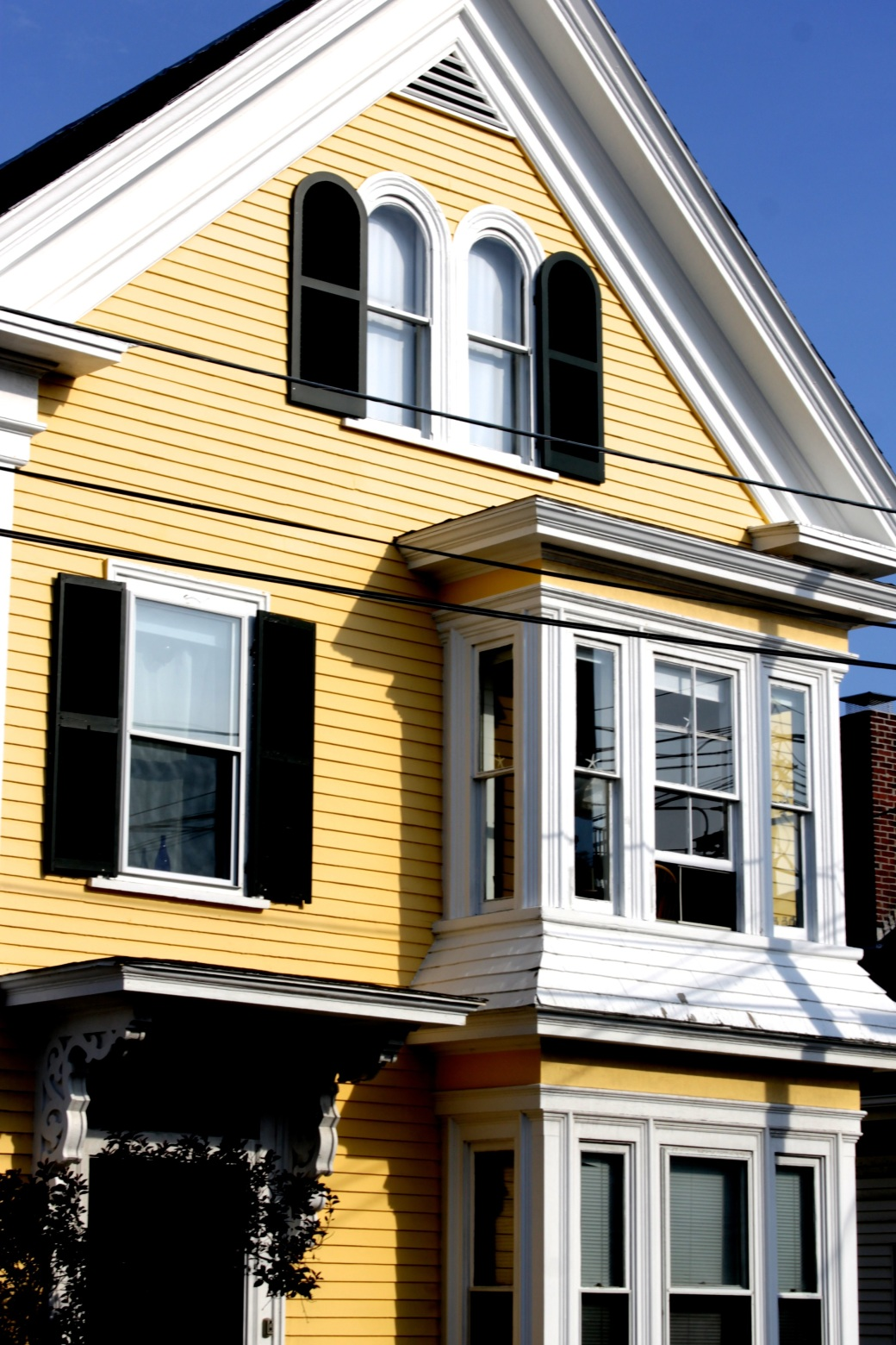 gloucester yellow house
