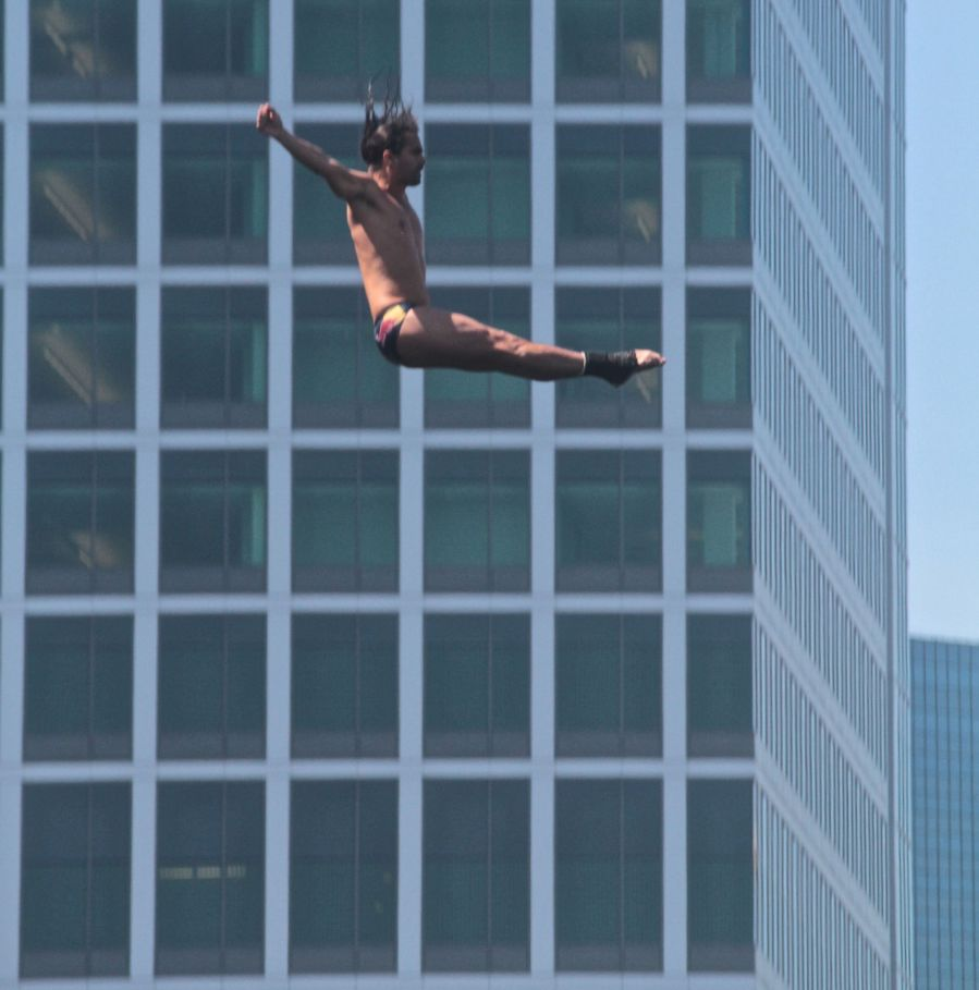 boston institute of contemporary art red bull diving competition august 25 2013 orlando duque 2