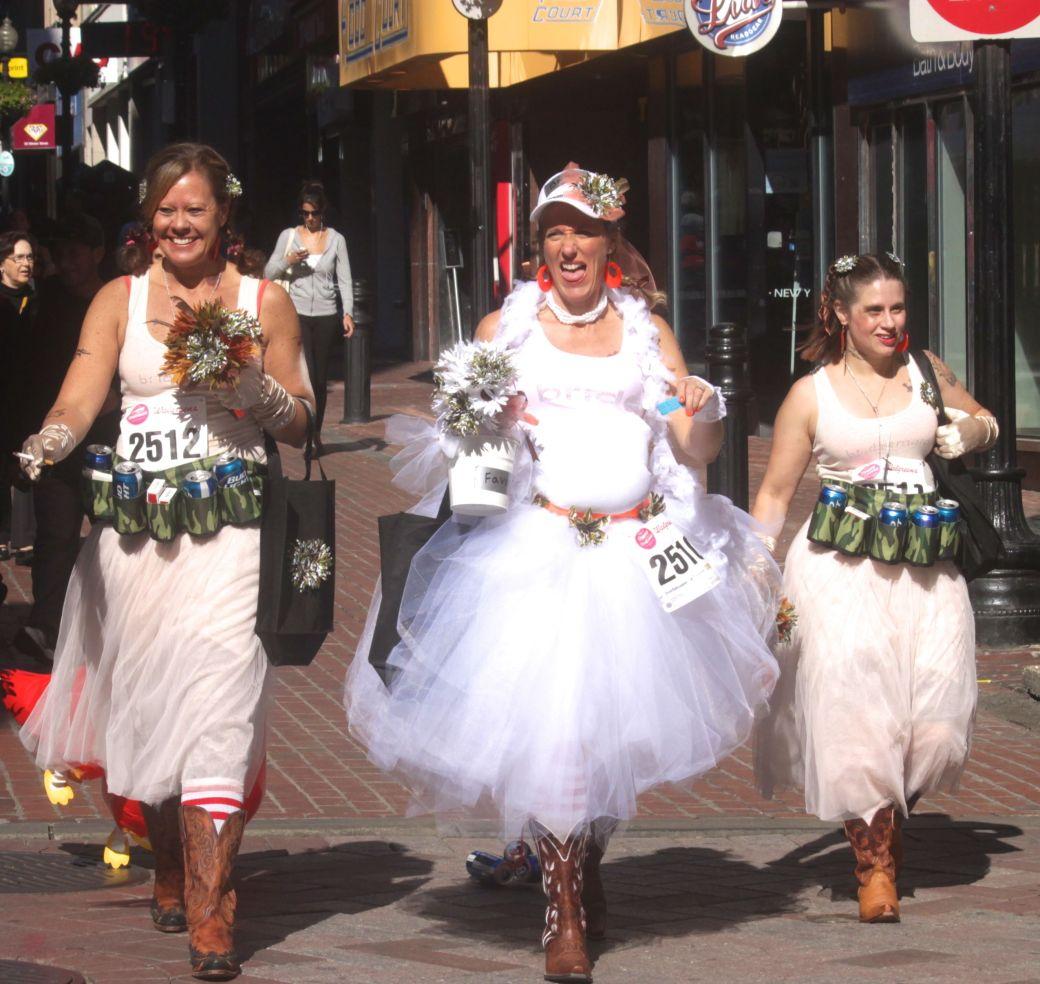 boston running with bridesmaids 2013 59