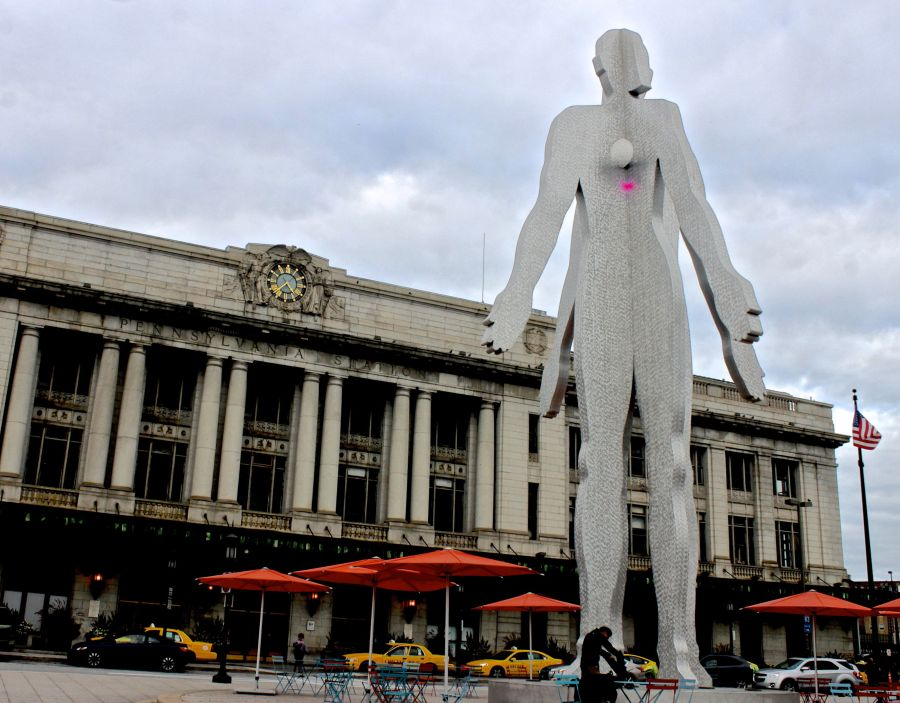 baltimore penn station Jonathan Borofsky's Male:Female statue 2