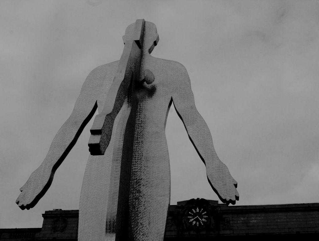 baltimore penn station Jonathan Borofsky's Male:Female statue black white 2