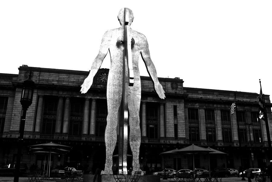 baltimore penn station Jonathan Borofsky's Male:Female statue black white