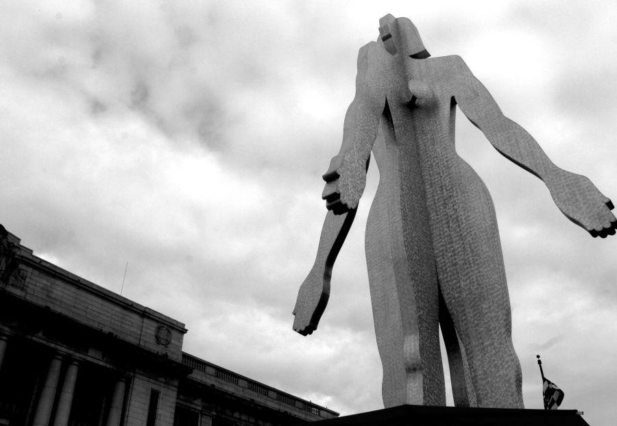 baltimore penn station Jonathan Borofsky's Male:Female statue