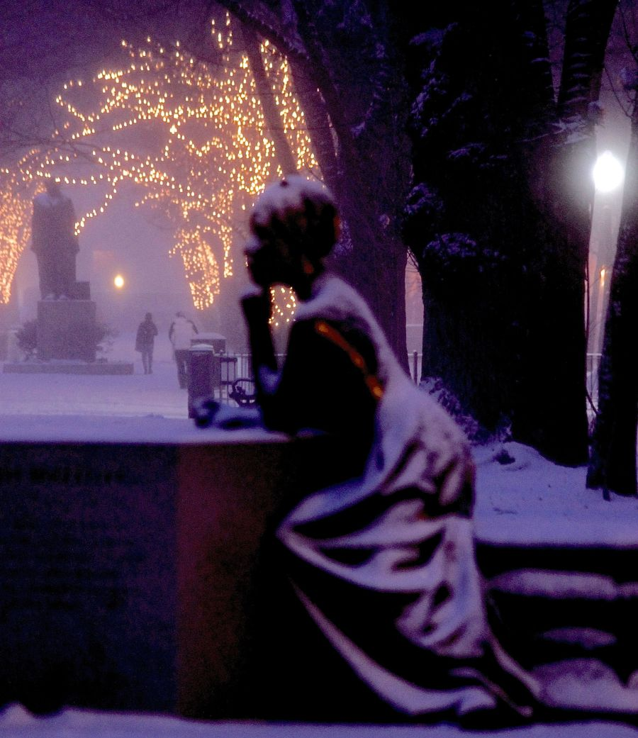 boston commonwealth avenue snow december 14 11