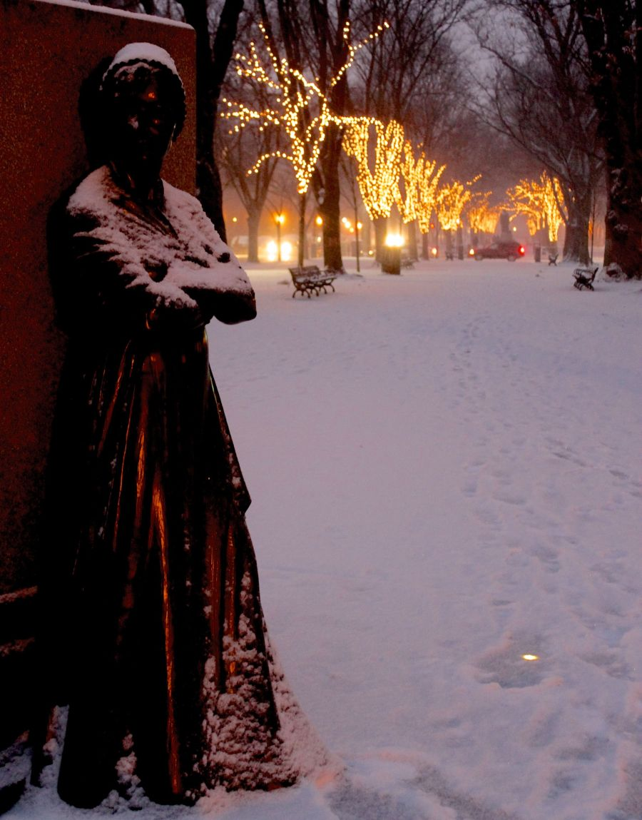 boston commonwealth avenue snow december 14 12