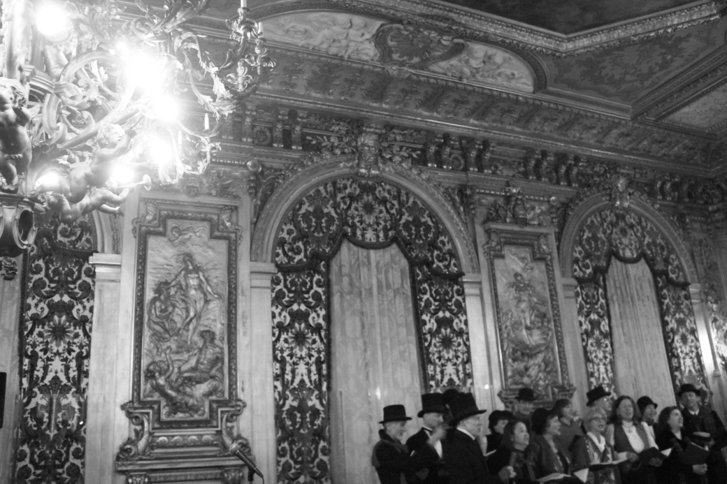 newport marble house gold room carolers