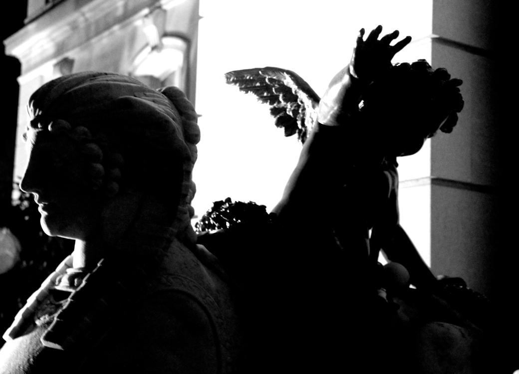newport the elms outside statue