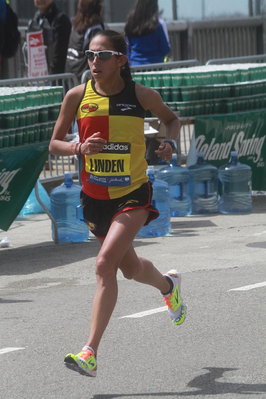 boston marathon april 21 beacon street elite runners desiree linden
