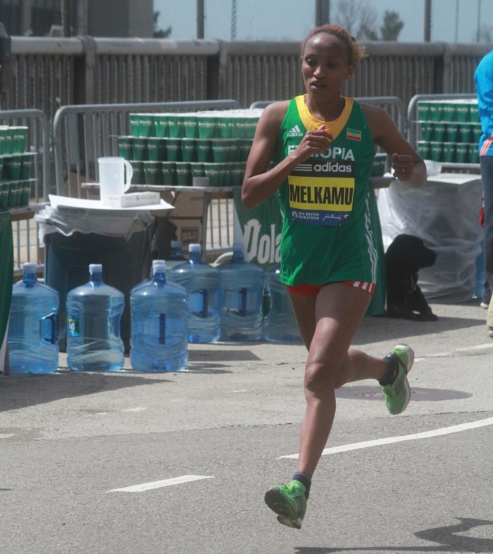 boston marathon april 21 beacon street elite runners meselech melkamu 2