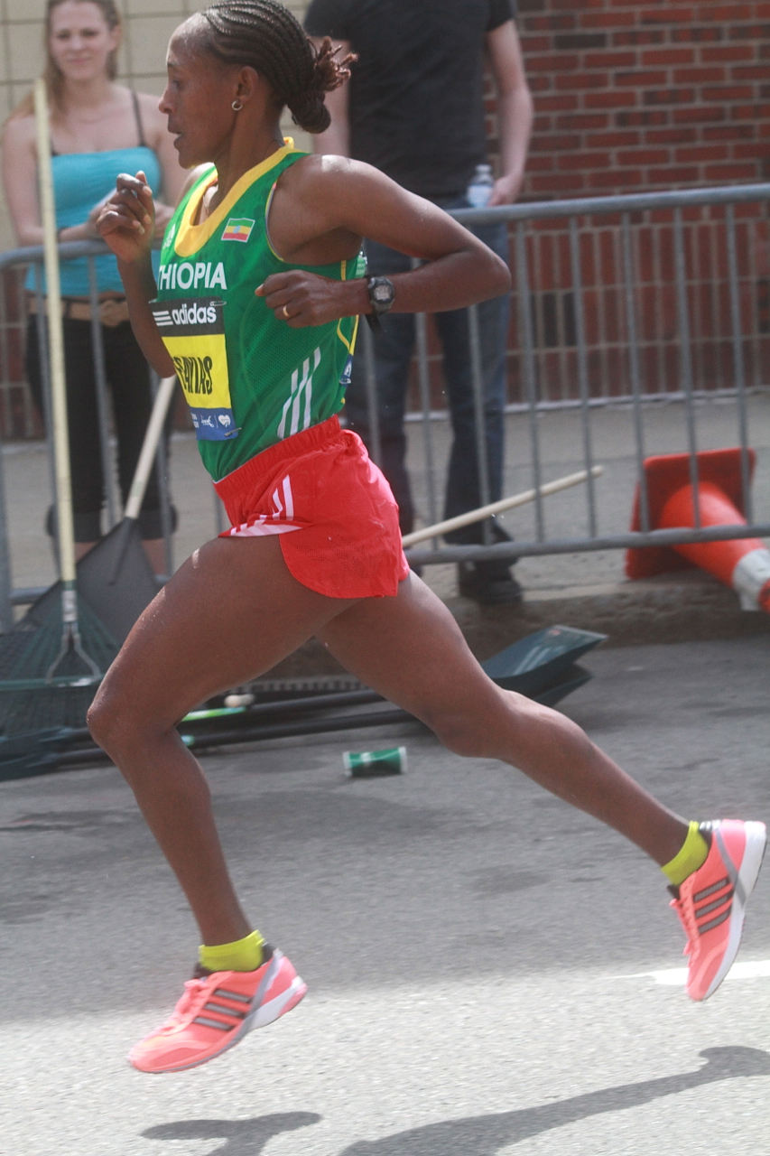 boston marathon april 21 beacon street elite runners yeshi esayias 2