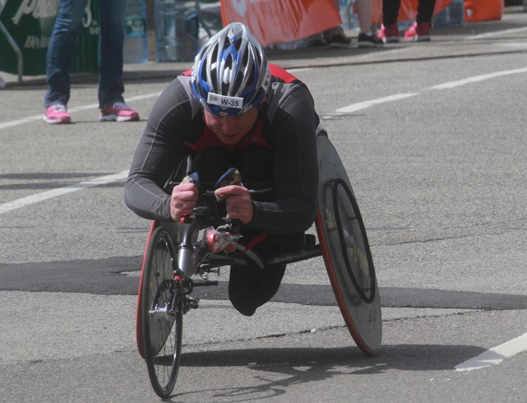 boston marathon april 21 beacon street handicapped racer w 35
