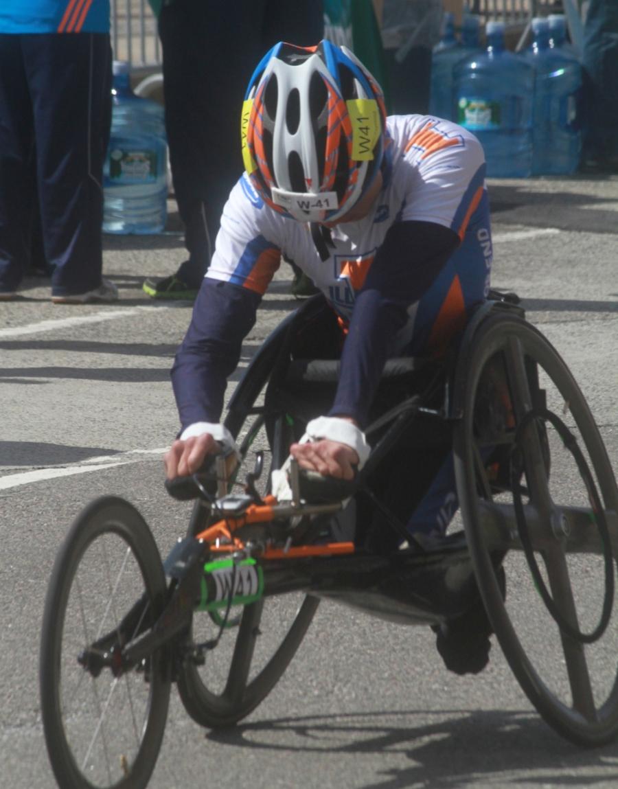 boston marathon april 21 beacon street handicapped racer w 41