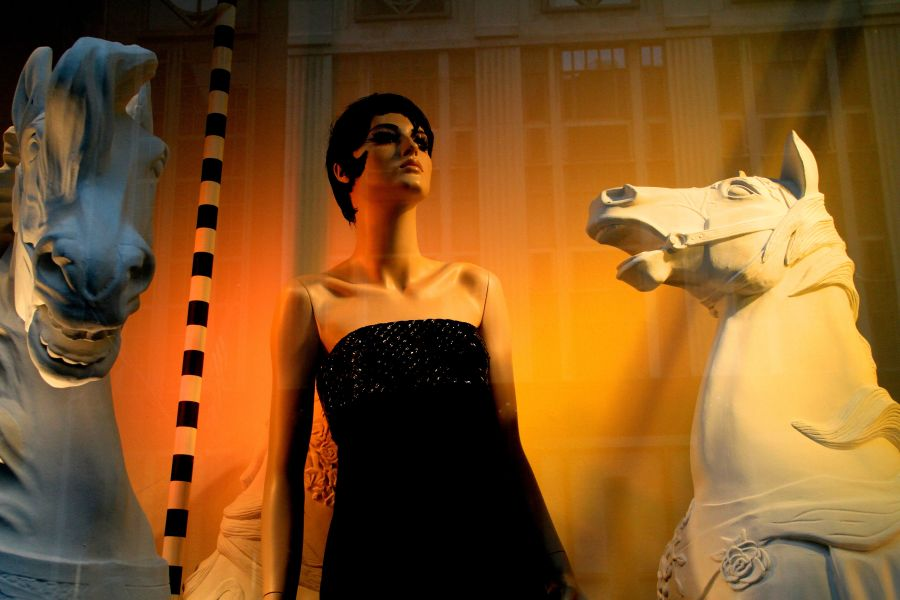 new york city fifth avenue bergdorf goodman window 2
