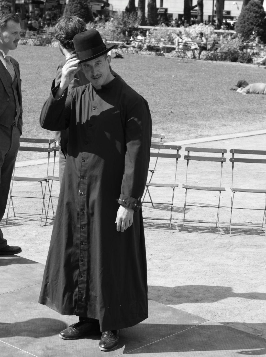 new york city bryant park performer hat black white