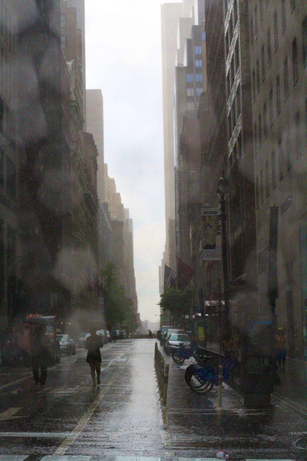 new york city fifth avenue rain street