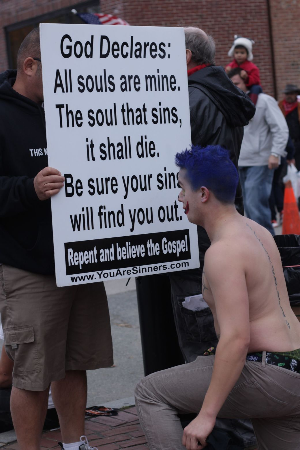 salem halloween october 31 2014 protesters hecklers