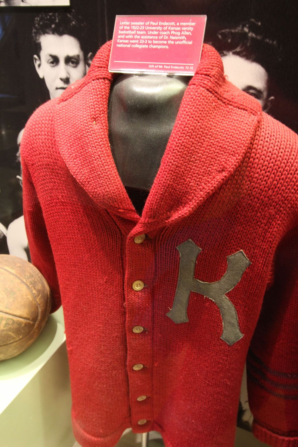 Springfield Naismith Memorial Basketball Hall of Fame old basketball sweater