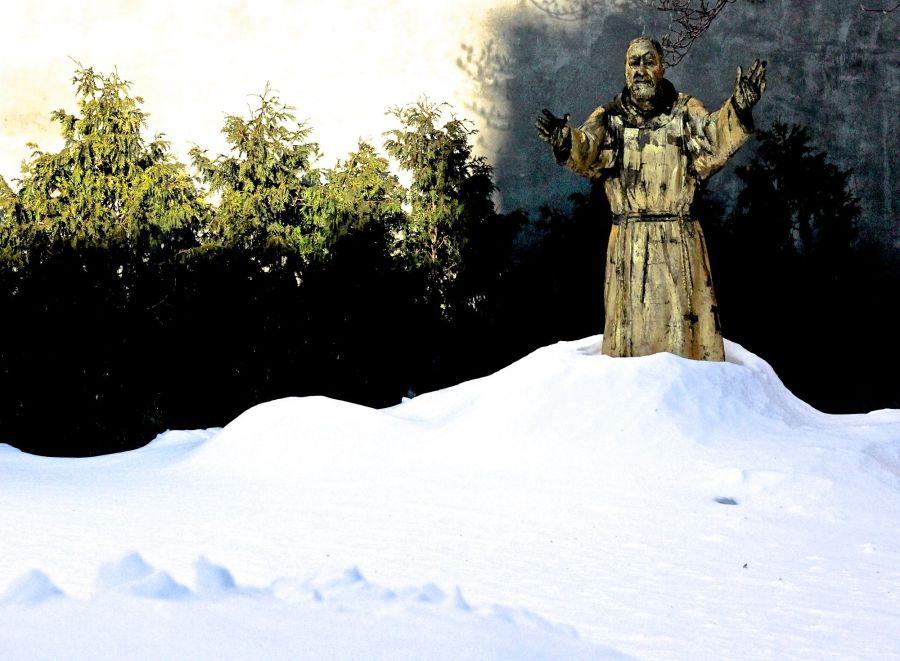 boston north end catholic church statues snow 1