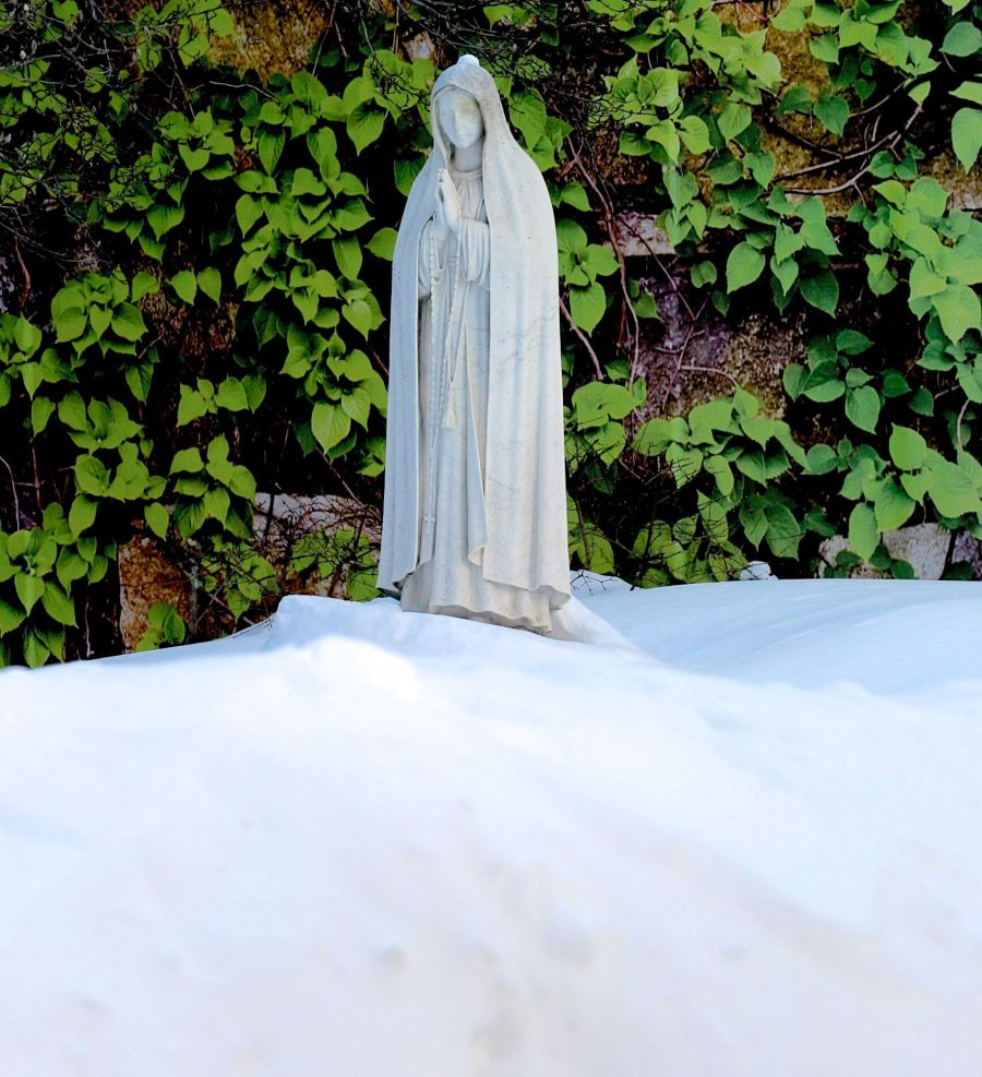 boston north end catholic church statues snow 2