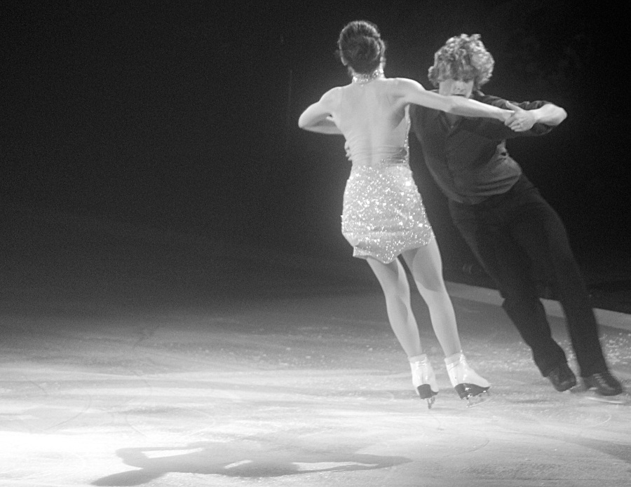 providence dunkin donuts center stars on ice march 14 2015 charlie white meryl davis pair black white