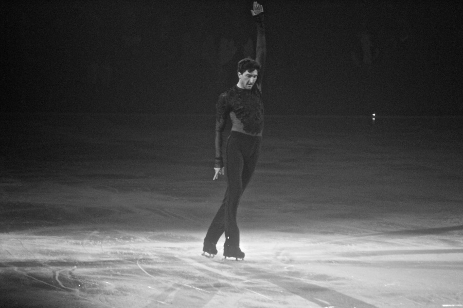 providence dunkin donuts center stars on ice march 14 2015 evan lysacek black white