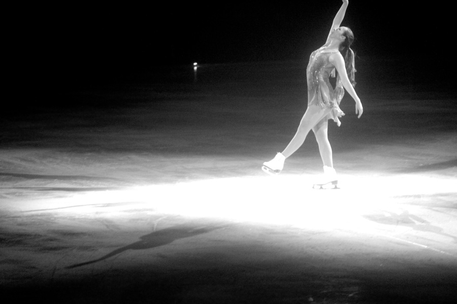 providence dunkin donuts center stars on ice march 14 2015 kimmie meissner black white 1