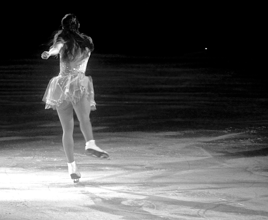 providence dunkin donuts center stars on ice march 14 2015 kimmie meissner black white back