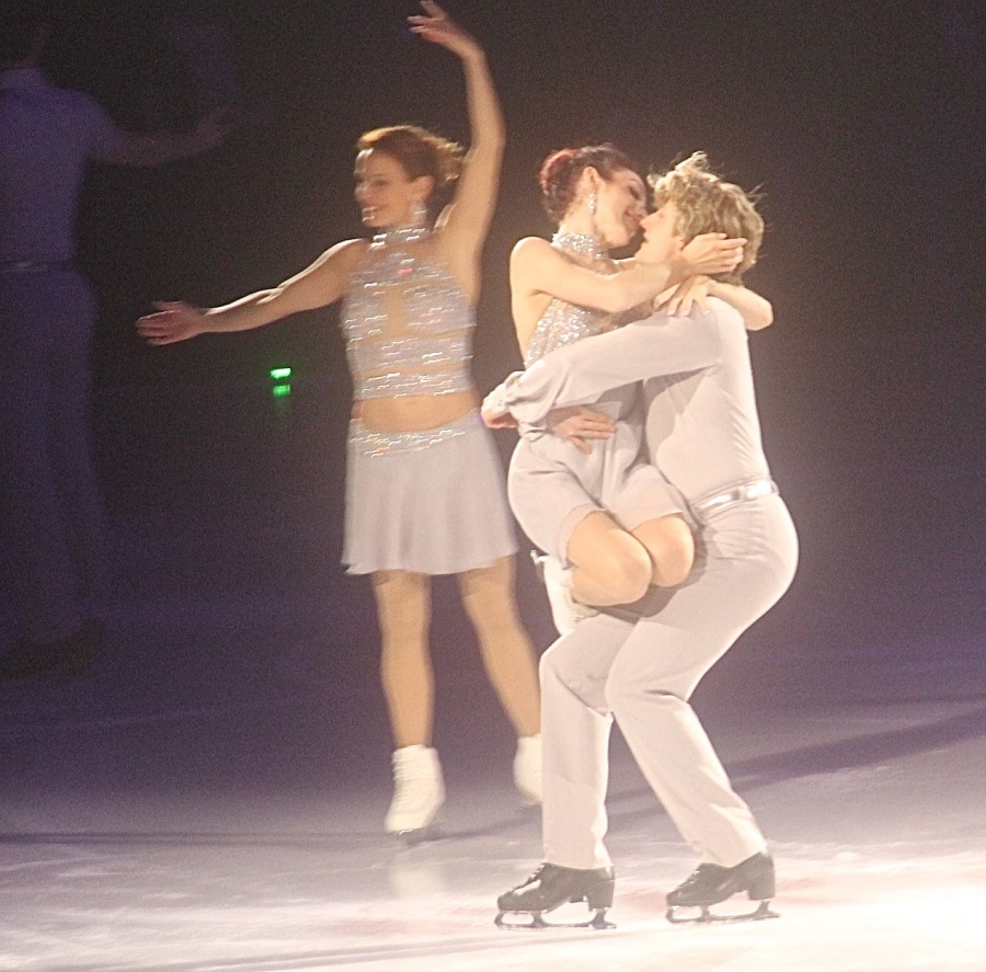 providence dunkin donuts center stars on ice march 14 2015 meryl davis charlie white close together