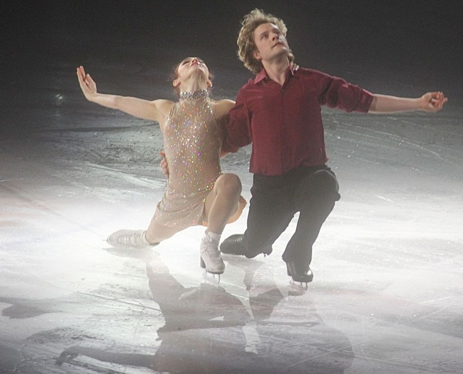 providence dunkin donuts center stars on ice march 14 charlie white meryl davis 4