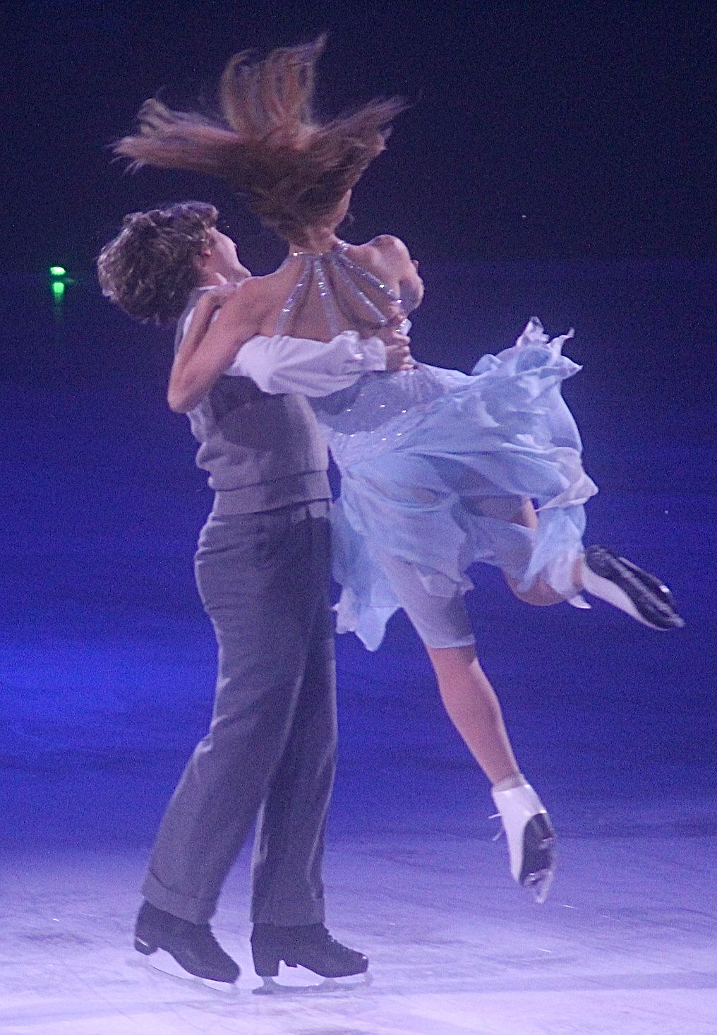 providence dunkin donuts center stars on ice march 14 charlie white meryl davis lift