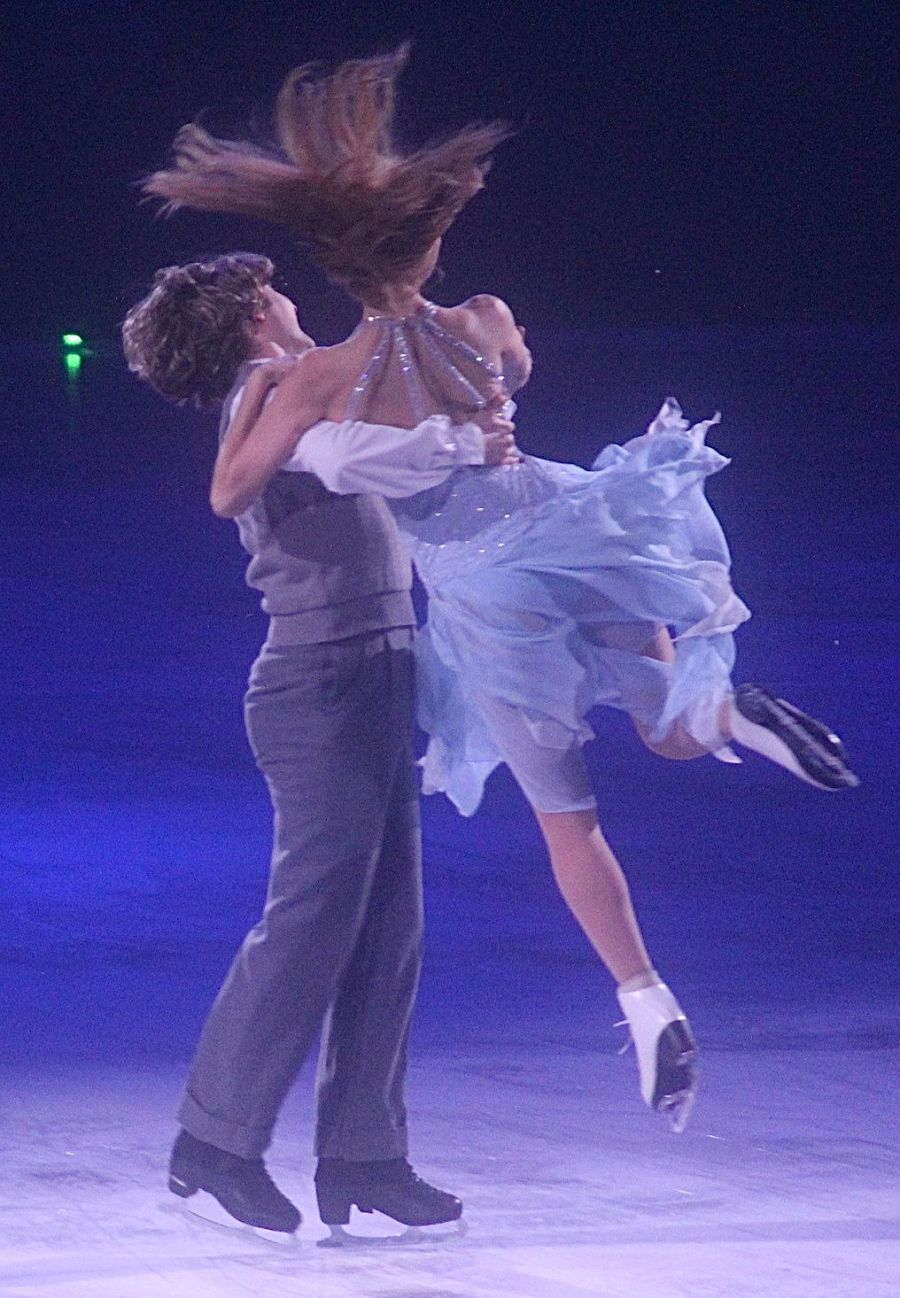 providence dunkin donuts center stars on ice march 14 charlie white meryl davis lift