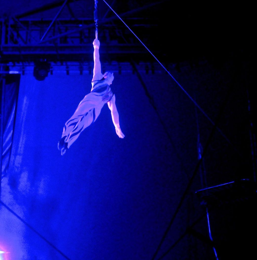 boston big apple circus performance april 29 2015 trapeze performer 11