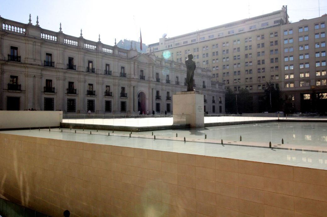 chile santiago government house la moneda outside 1