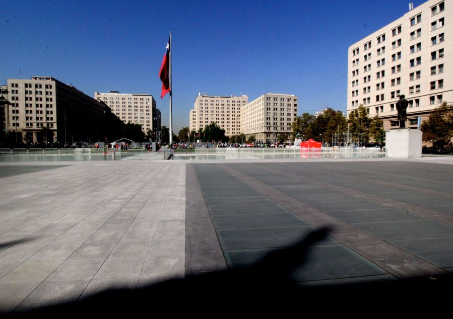chile santiago government house la moneda outside 2