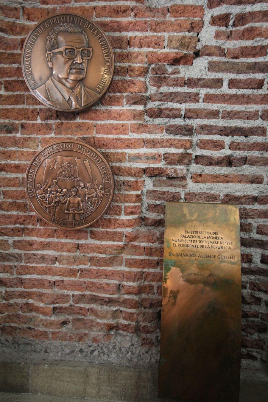 chile santiago government house la moneda salvadore allende memorial