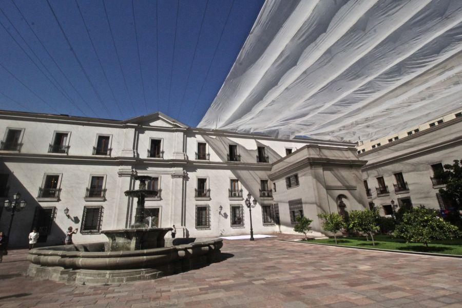 chile santiago government house la moneda shade