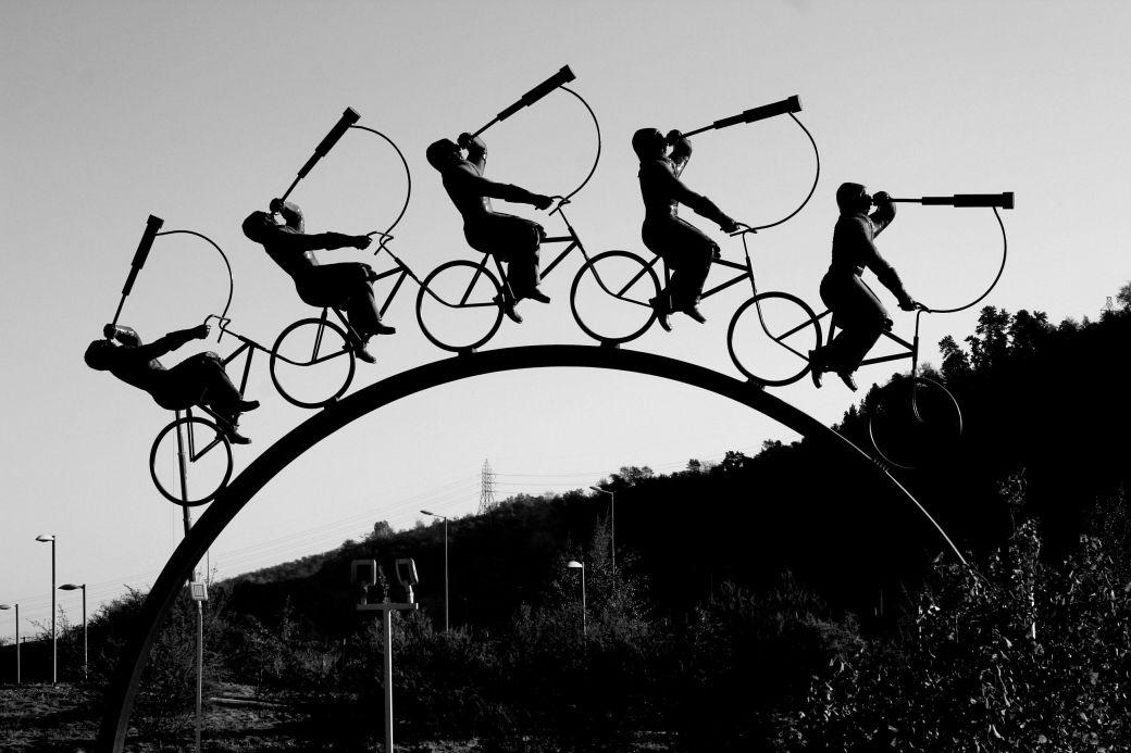 chile santiago park sculpture men on bikes telescopes