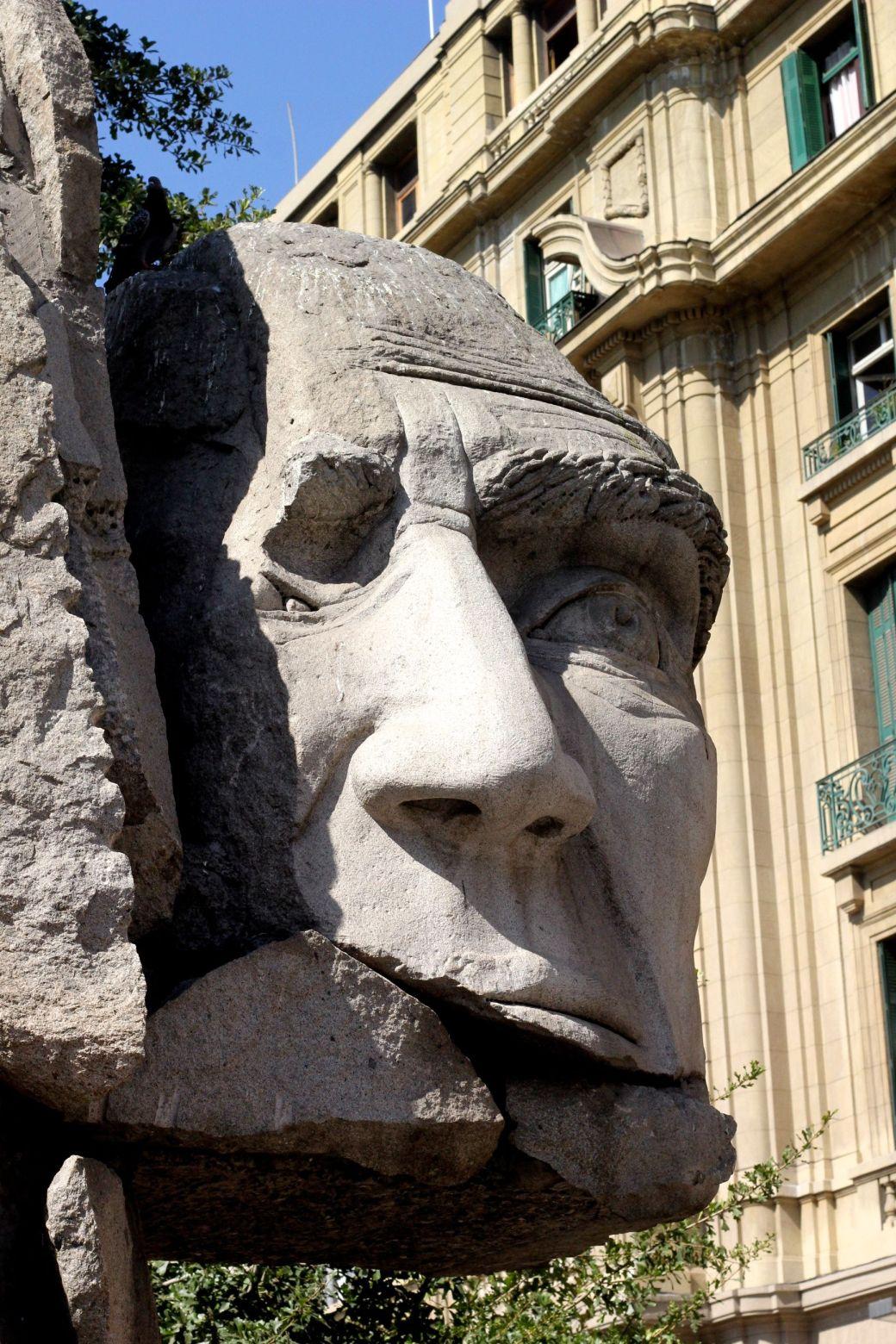 chile santiago plaza de armas statue face