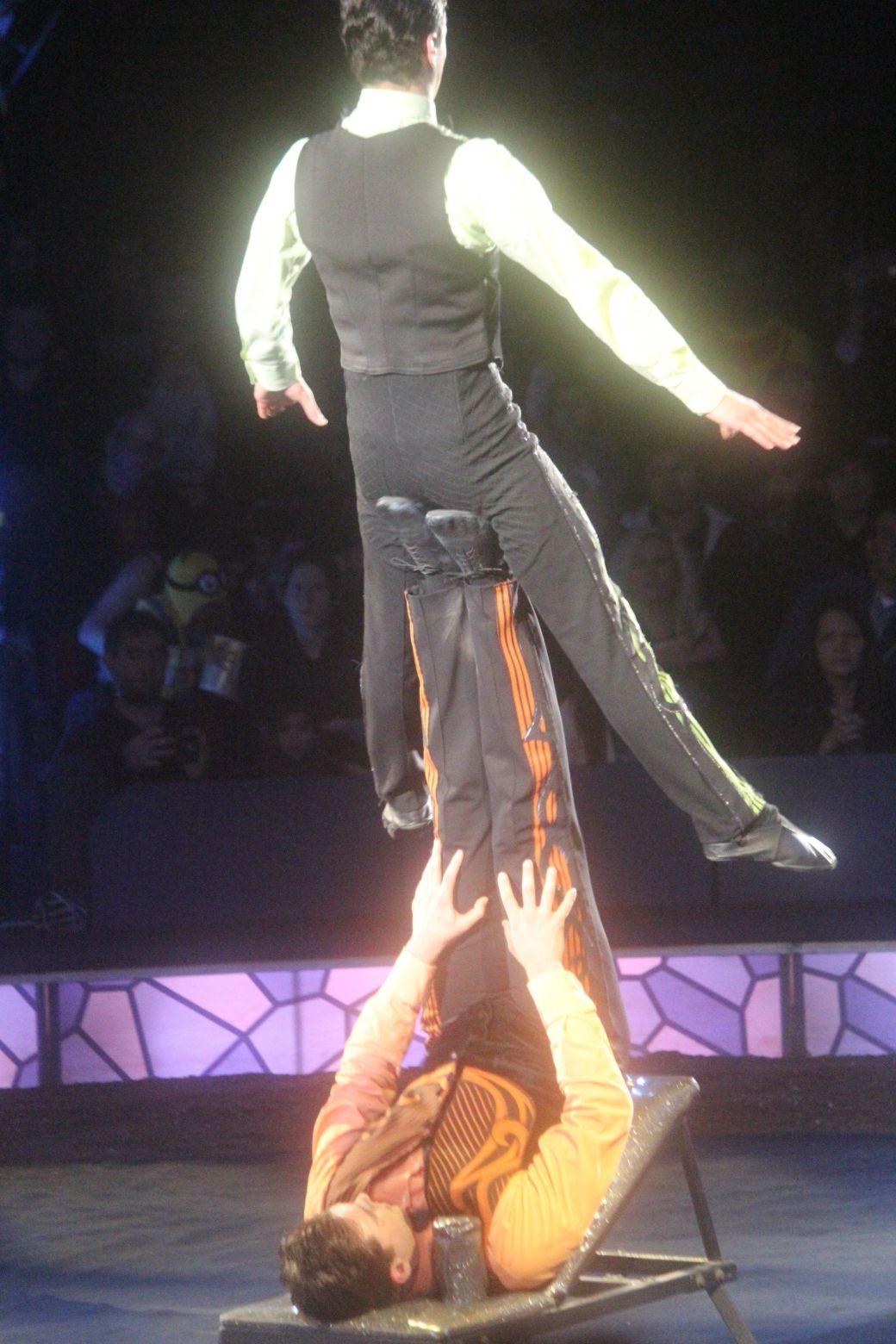 boston big apple circus performance april 29 2015 acrobat brothers
