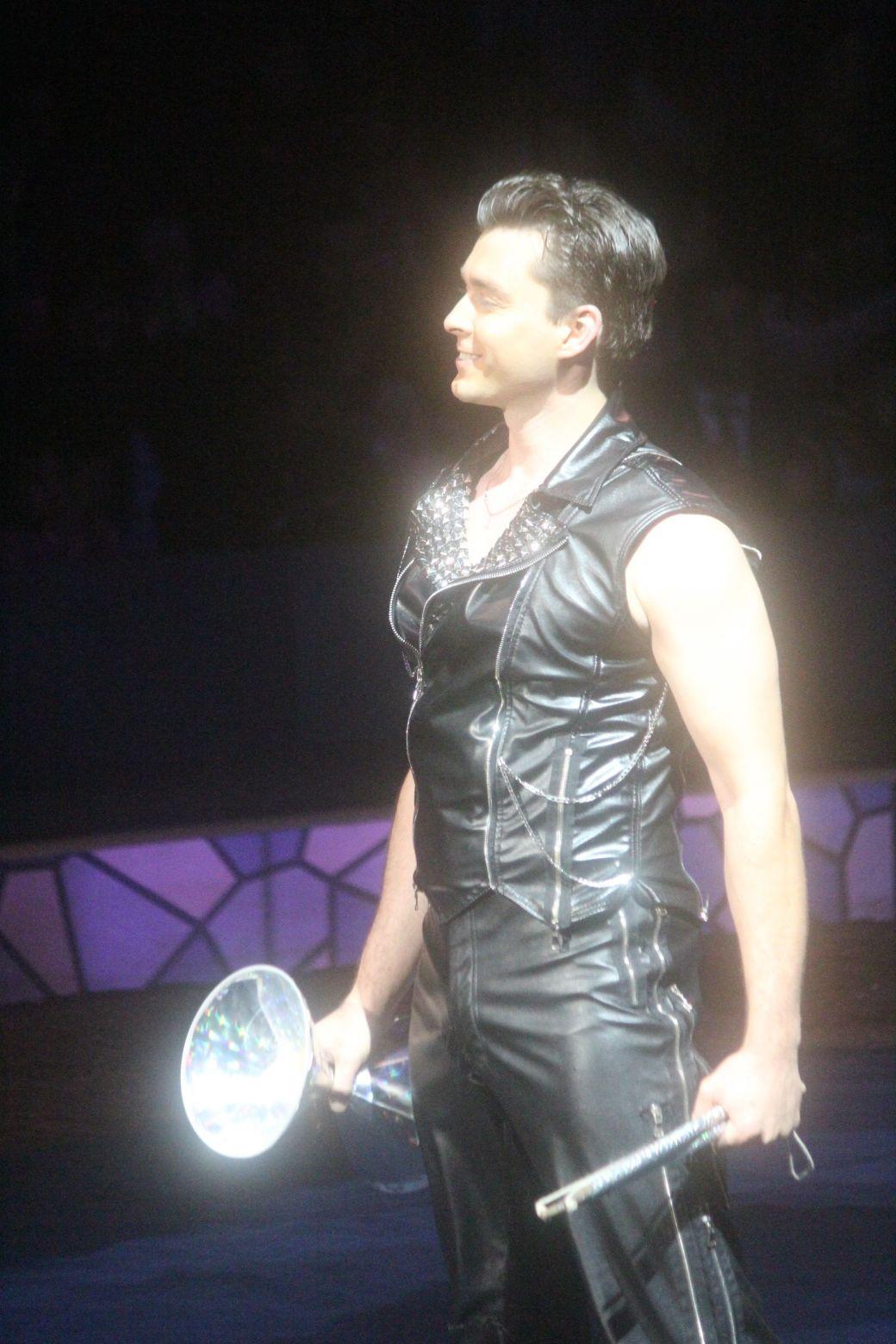 boston big apple circus performance april 29 2015 circus performer 3