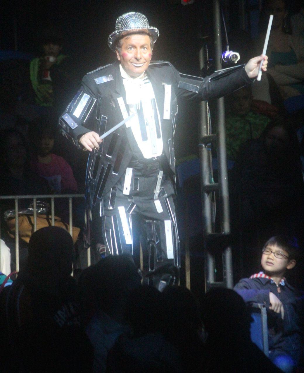 boston big apple circus performance april 29 2015 ringmaster 3