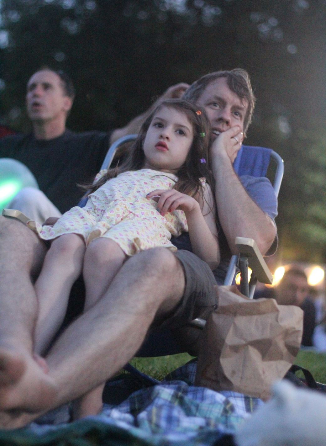 boston hatch shell night movie people father and daughter looking at the movie