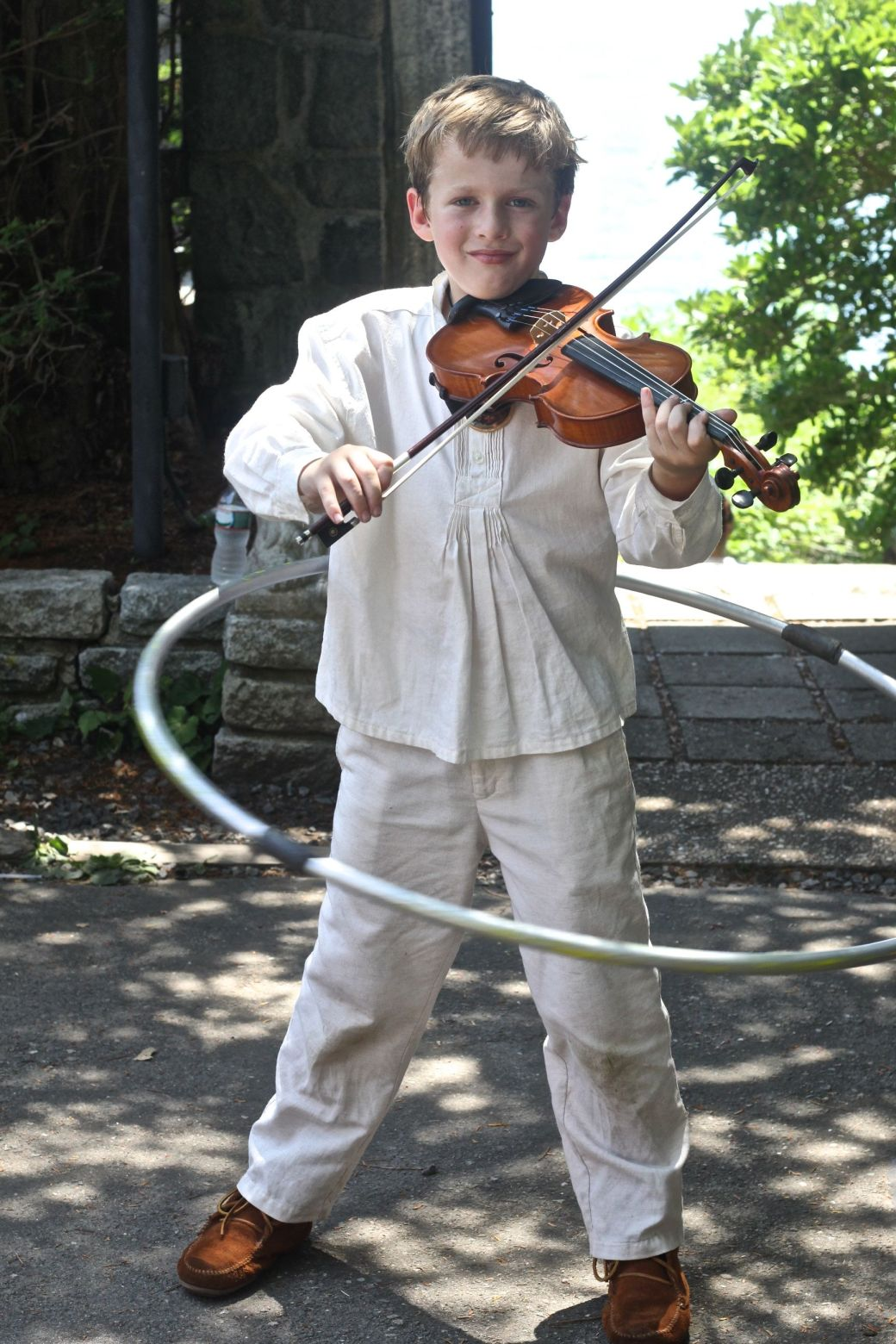 gloucester hammond castle renaissance fair boy playing the violin with hula hoop