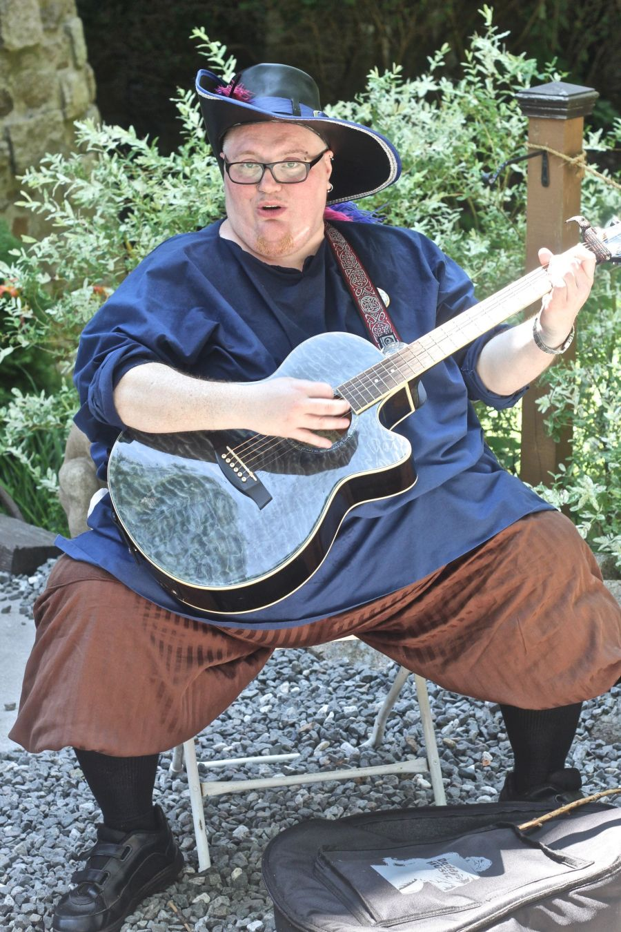 gloucester hammond castle renaissance fair man playing guitar