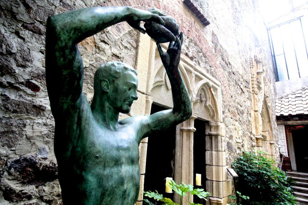 gloucester hammond castle statue of john hammond as a greek god