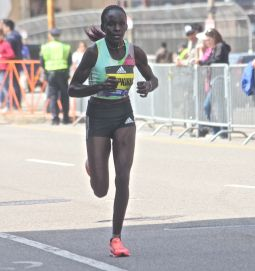 boston marathon april 18 2016 elite runner